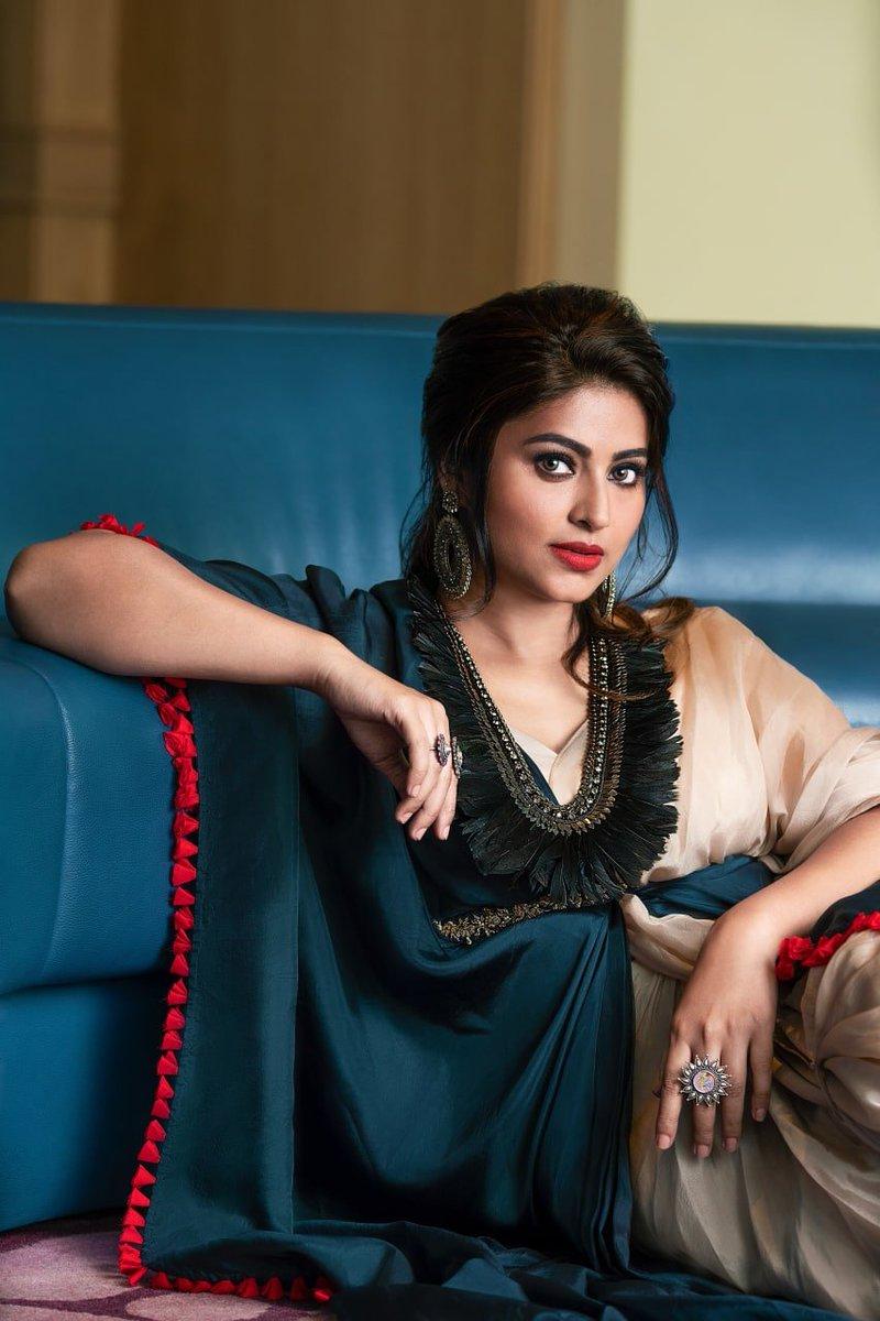 Good night buddies @actress_Sneha @Kaniha_Official  #Sneha vs #Kaniha