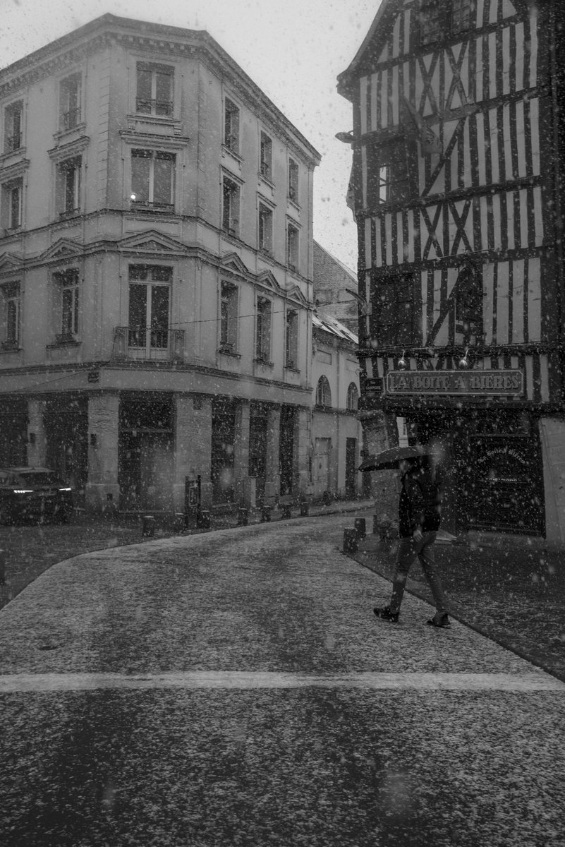 """White Line""  #Rouen @Rouen #photooftheday #photography"