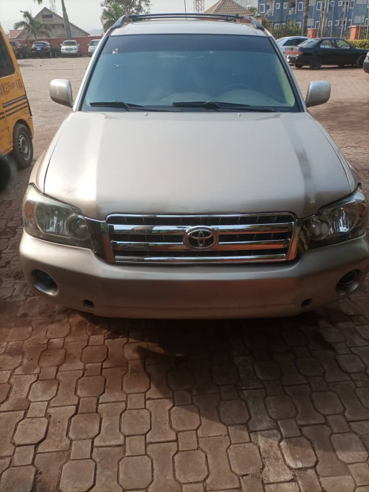 Toyota Highlander 2004 REGISTERED Reverse Camera Leather Interior Neatly Baked In Perfect Condition Location:Enugu Price: ₦1.650 📞/WhatsApp 09012505322 @cars_opt @cars_pixels @CheapLagos @Cars45_help @carmartnigeria @Gidi_Traffic @Otunbakush1 @Mr_uncle_jide @Funchyautos