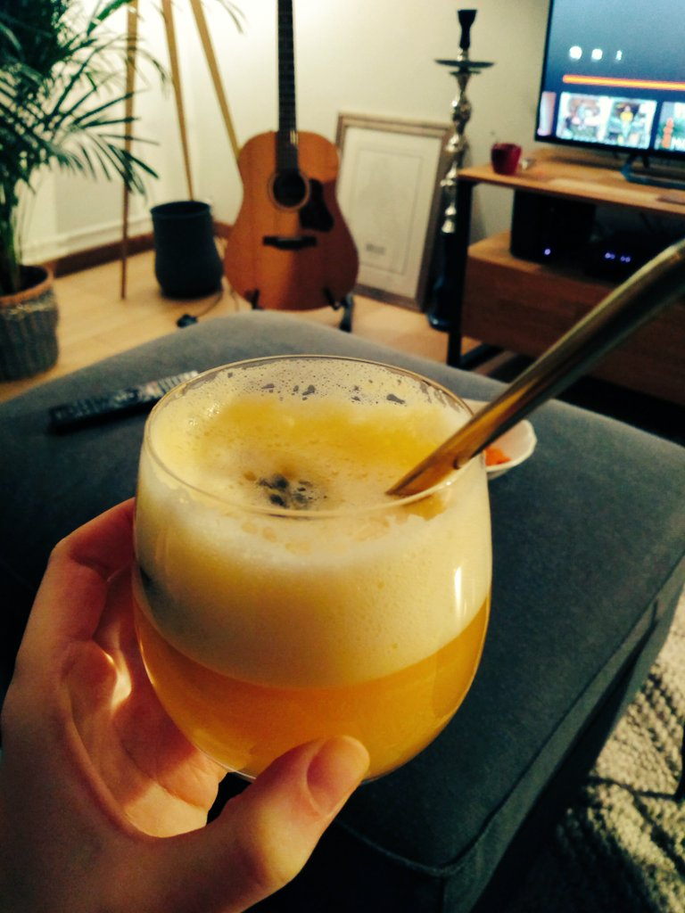 My favourite #DryJanuary drink yet 😍 a passionfruit martini alternative (need to invest in some proper martini glasses 😬)