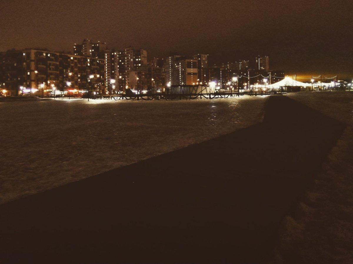 Night strolls. . .. ... #night #nacht #mobilephotography #stroll #stroller #walker #walk #winter2021 #around #thedistrict #lights #cityphotography #citylights #keepgoing #gutenacht #goodnight