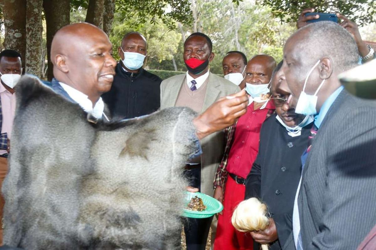 The supremacy battle between Deputy William Ruto and Baringo Senator Gideon Moi took a new twist when the latter was made the Rift Valley kingpin by a splinter group of the Talai Council of Elders yesterday.  Read more on;   #MUNLIV  #GGMU