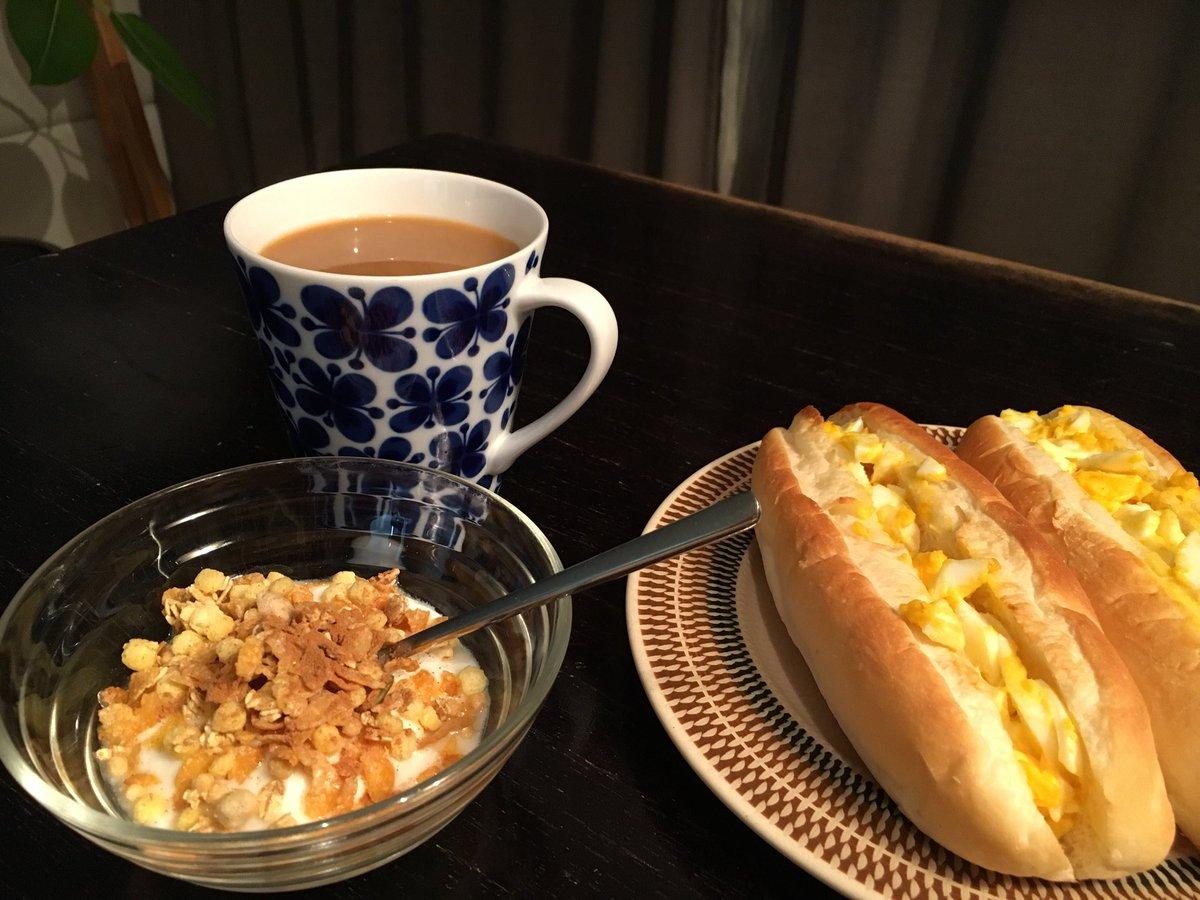 おはようございます。 朝ごはんはパン&コーヒー☕️派です😊 今日はエッグ🥚サンド✨ ヨーグルトにはグラノーラとシナモンを入れて。 #朝ごはん #morning #coffeemorning