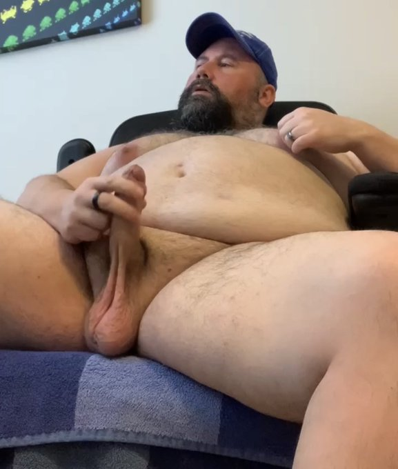 Live cam show starting at 4:30 pm EST! Come, watch, play along, tip if you like.   https://t.co/8FE6Q3CBZo