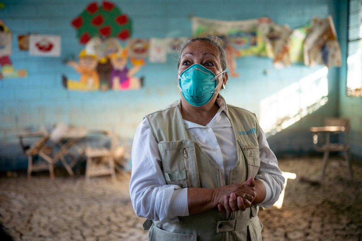 """🗨️""""La #educación es la más impactada por #COVID19, las escuelas no son sólo un centro de aprendizaje, también es el lugar donde se empieza a socializar, desarrollar habilidades y destrezas, en algunos casos donde se consiguen alimentos"""" @Jean_UNICEF.   #DíaDeLaEducación"""