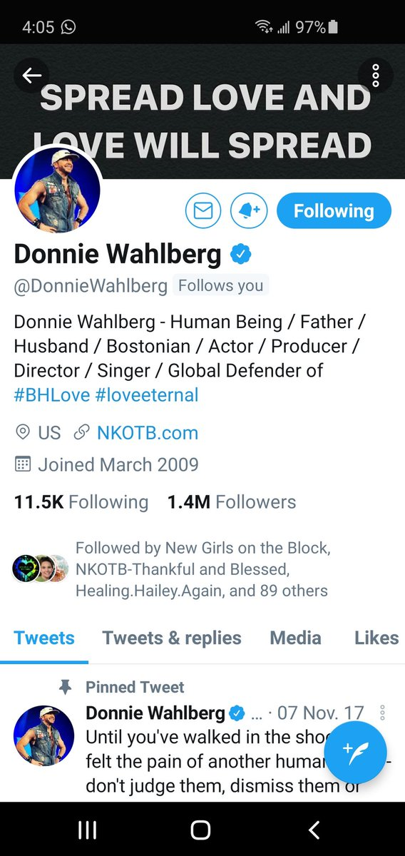 UHMMMM EXCUSE ME as my inner 10 year old loses her mind and screams my  butt off BUT....I JUST GOT A FOLLOW NOTIFICATION thinking it was another fake and was about to go block them and SAW THIS INSTEAD OMG THANK YOU FOR MAKING THIS GIRLS DAY  @DonnieWahlberg #BHLove 💙🤖❤