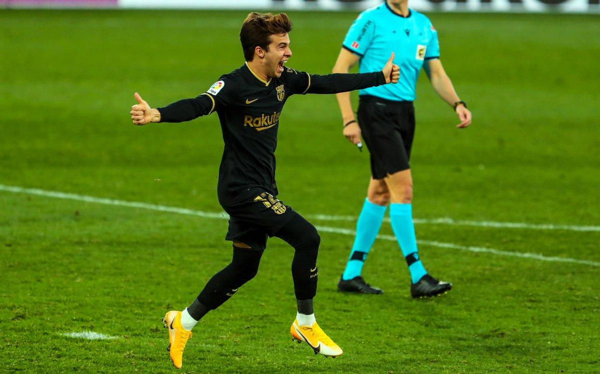 Cuando marcas tu primer gol oficial con el Barça 😍 @RiquiPuig