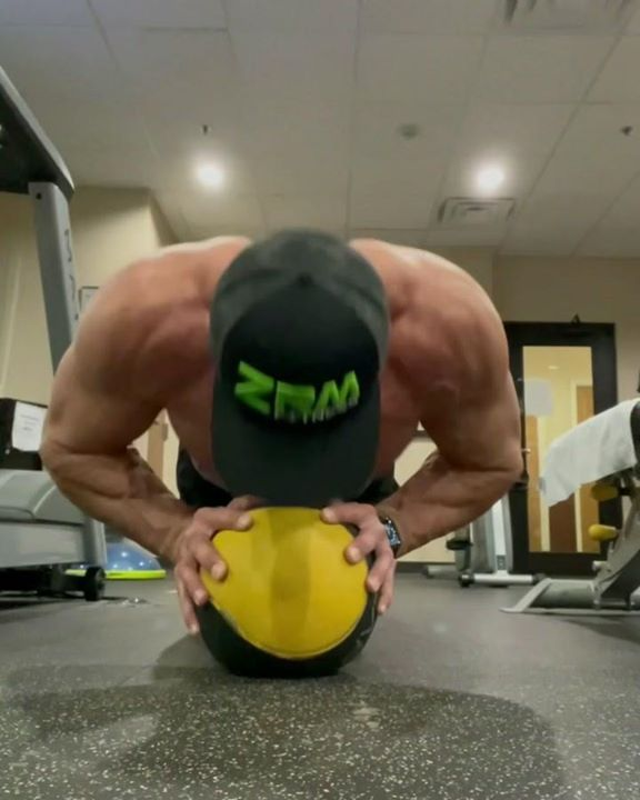 There is No Substitution or Excuse For Hard Work #workout #fitnessjourney #coreworkout #chestworkout #chest #gymmotivation #gymlife #gymselfie #workoutroutine #workoutvideos #gymworkout #weighttrain #gymtime #hardwork  #sundayworkout #sundaygym #sundaymotivation  #sundaytraining
