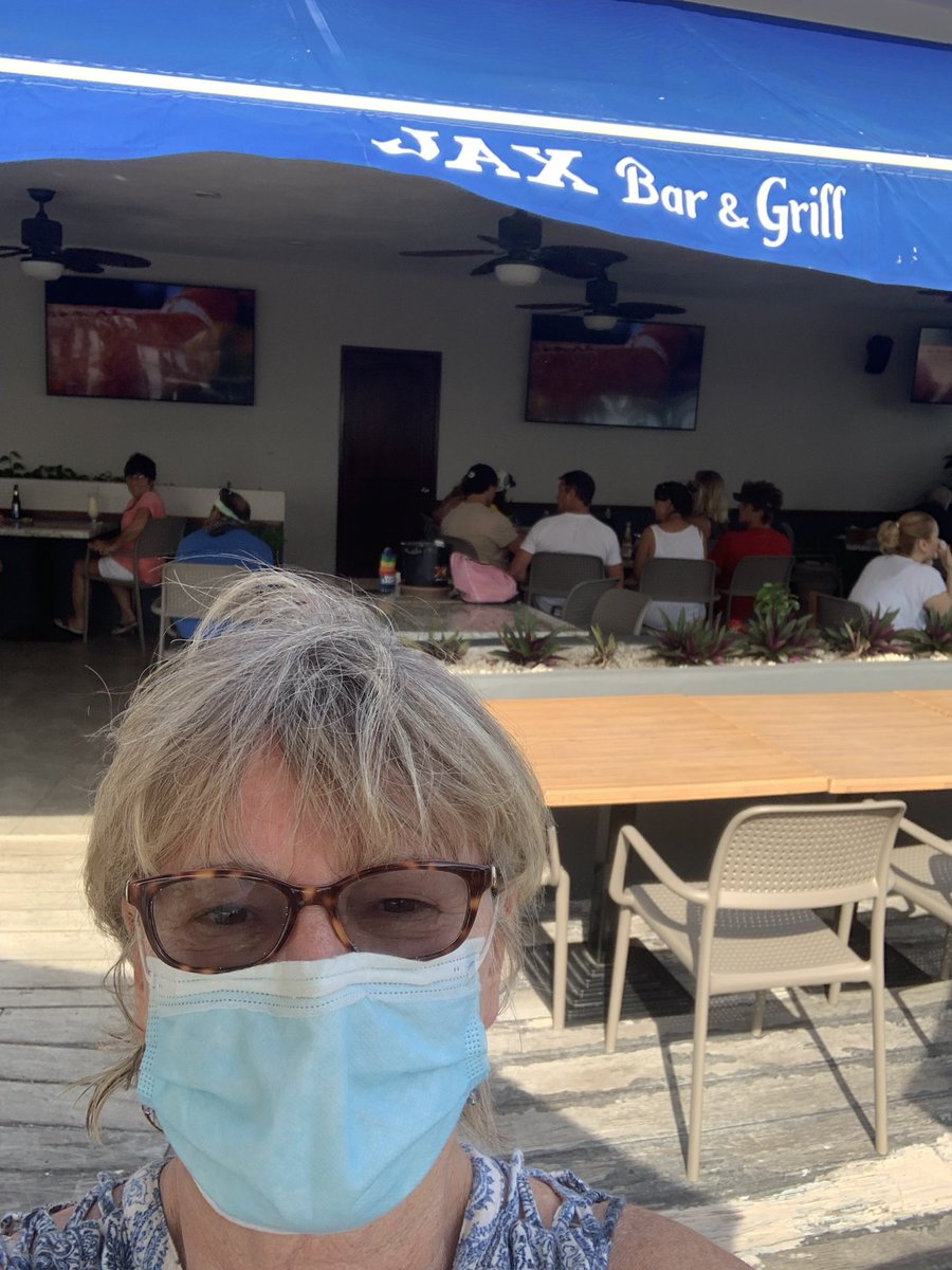 I'm watching the #NFCChampionship at a bar in Isla Mujeres Mexico with a bunch of #GreenBayPackers fans and rooting for the #Buccaneers and #TomBrady . Be very, very afraid!
