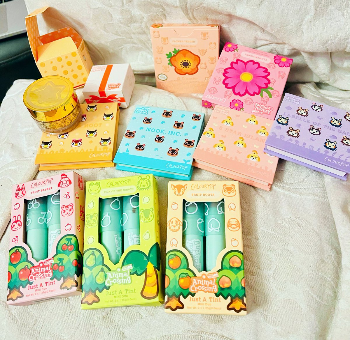 Wanted to post another pic of the Animal Crossing collection cause I feel bad that I didn't post a proper pic yesterday!! Haha but it's all adorable, thank you again @ColourPopCo!! 💚💚