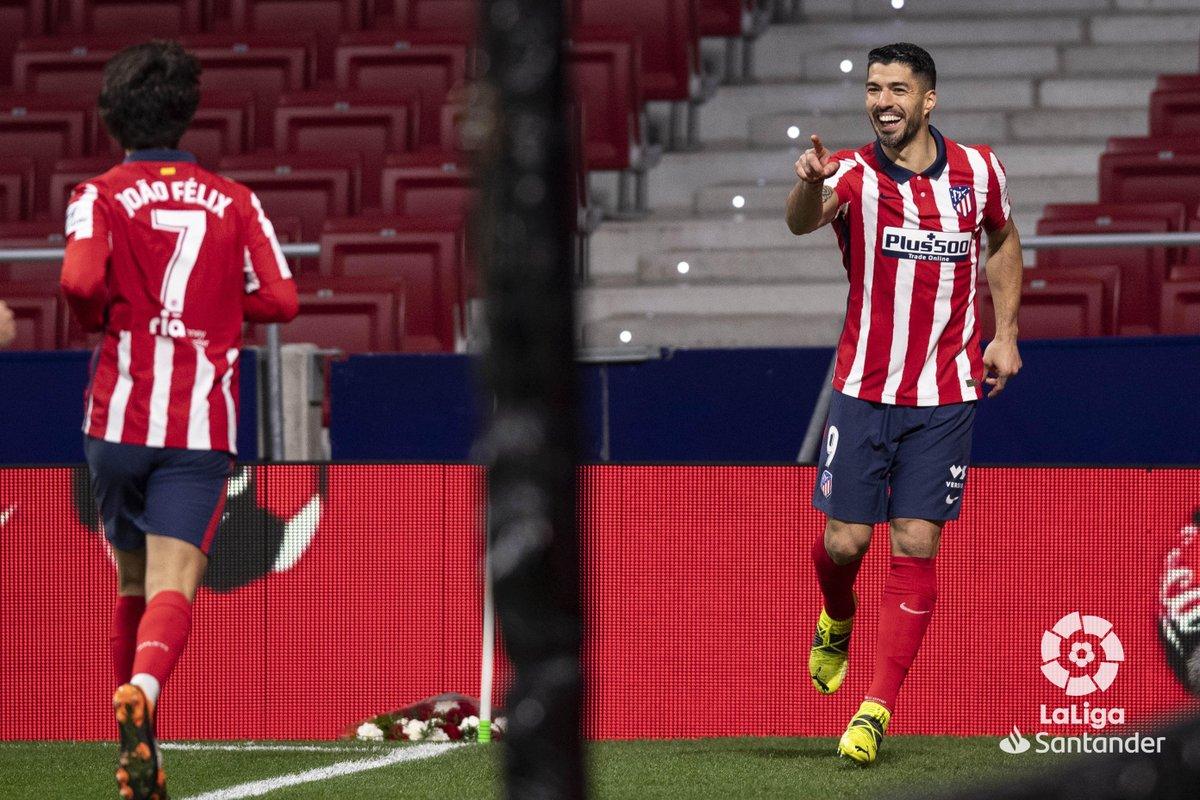 Que dupla! ❤🤍  🇵🇹 @joaofelix70 🤜 🤛 @LuisSuarez9 🇺🇾   #AtletiValencia  #LaLigaSantander