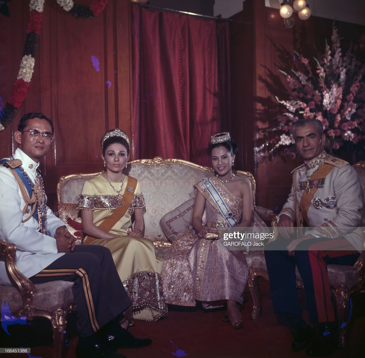 #RoyalFlashback   King Bhumibol Adulyadej and Queen Sirikit host a magnificent Banquet for the Shah of Iran and Empress Farah at the Dusit Palace in Bangkok #OnThisDay in 1968, during the Iranian State Visit to Thailand: