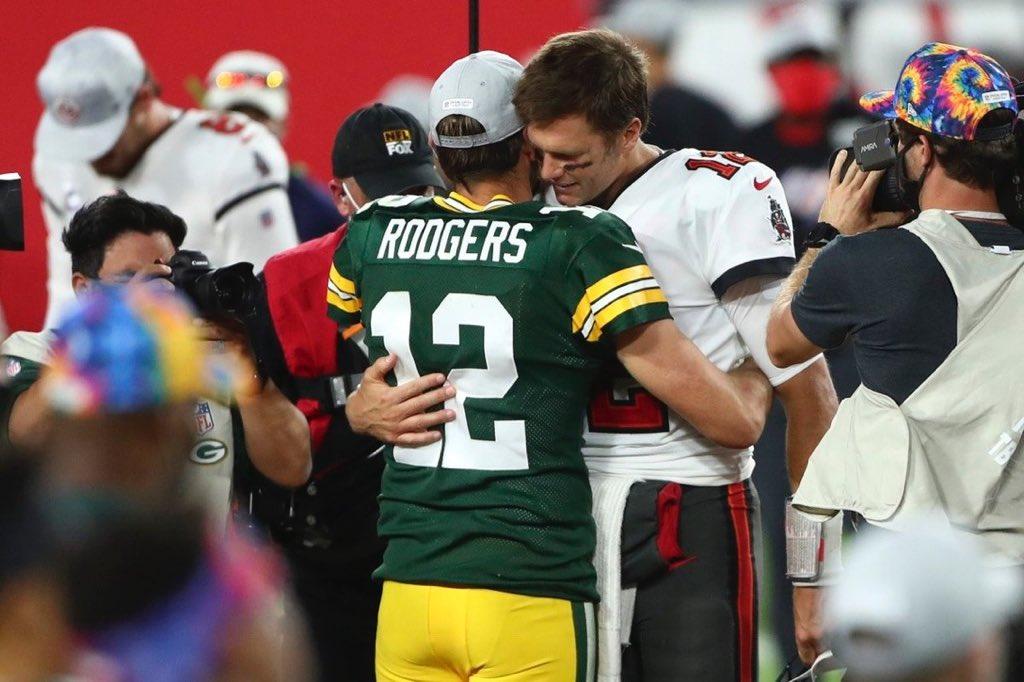 Hug of honor!!! 👏👏👏👏 @AaronRodgers12 @TomBrady #GoPackGo #GBvsTB #NFL