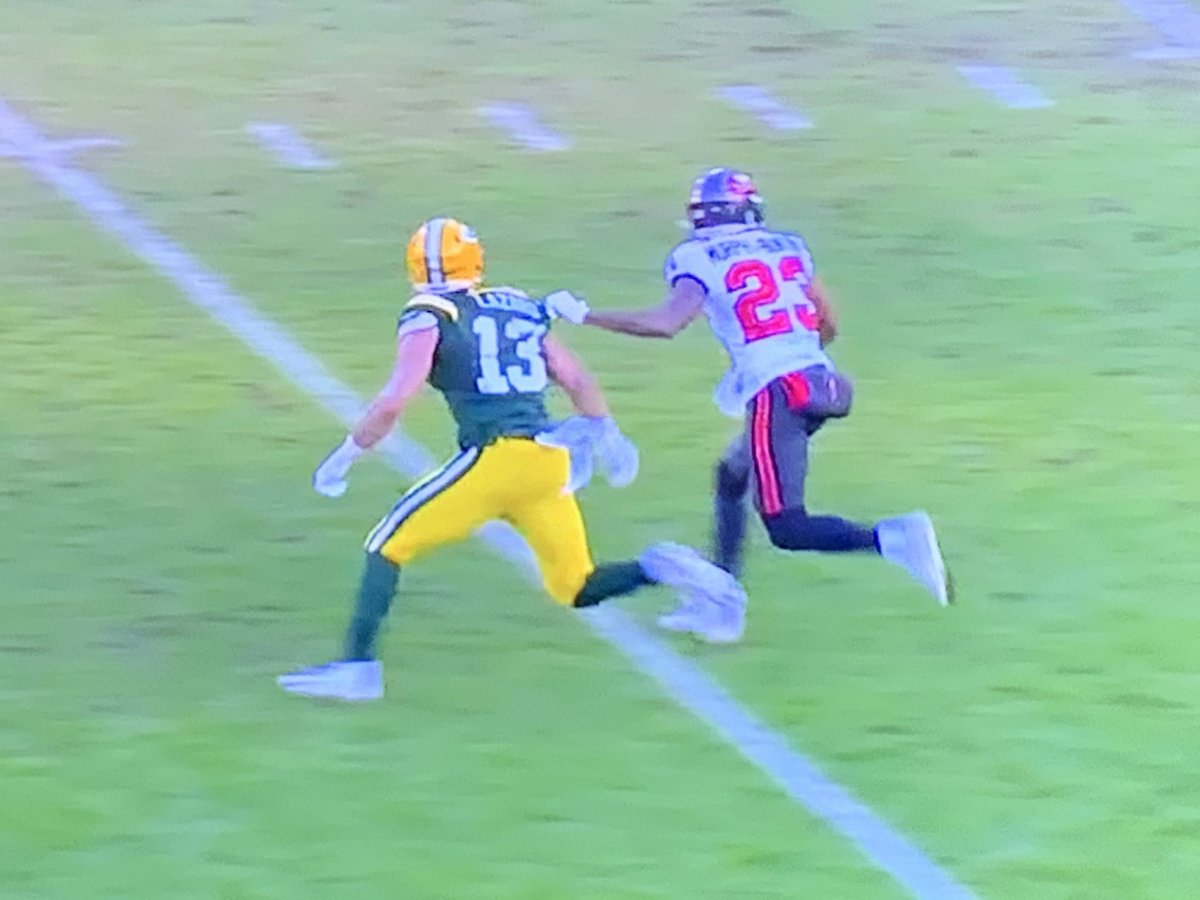 No call on this possible hold/PI on Rodgers INT that set-up TB TD at end of 1st half.  But PI called against GB at end of game.  Similar grabs by each defender but different calls.  Big impact on result.  #NFCChampionship  #NFL #GBvsTB