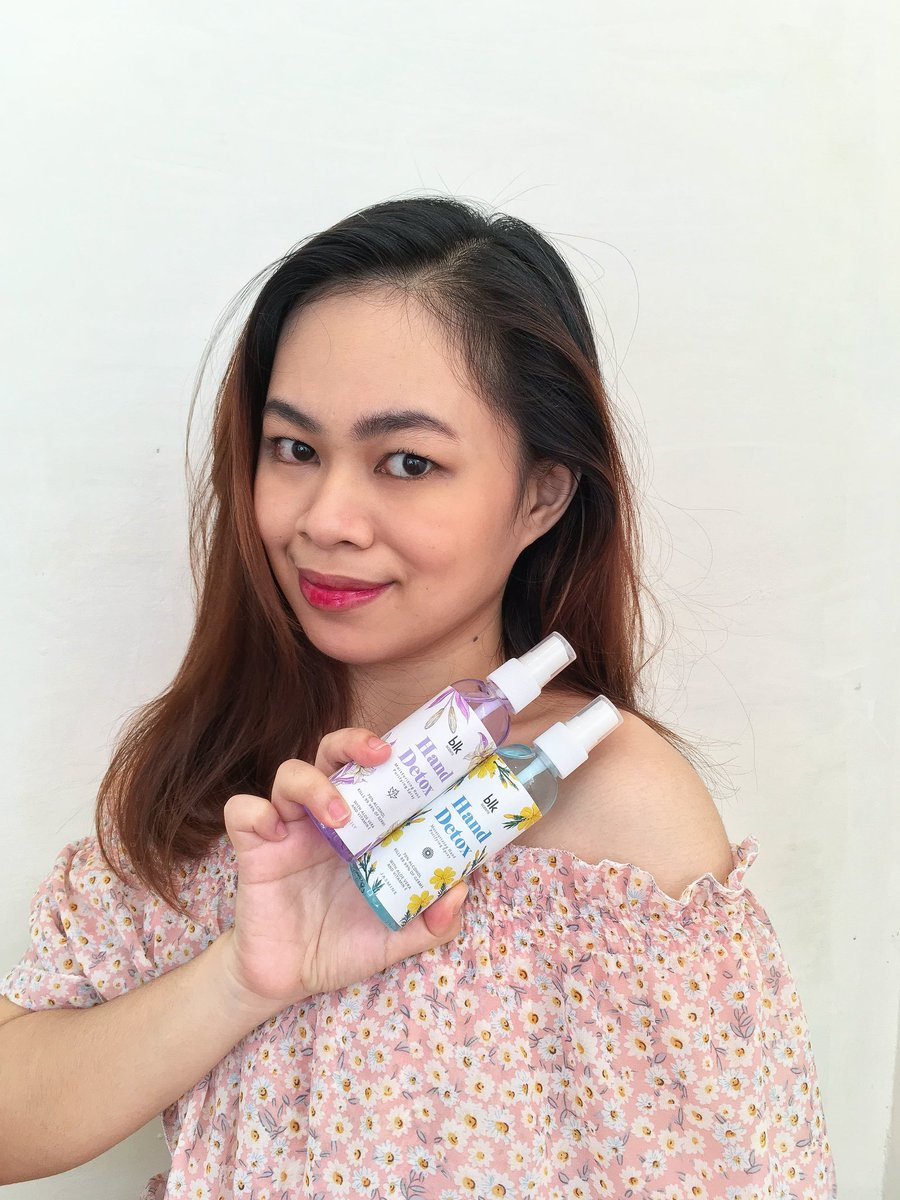 Finally got in my hands the new @blkcosmeticsph Hand Detox in Jasmine and Lily! Ang bango nilaaa!😭🌸♥ Ganda ng packaging as always! Will be using this also for disinfecting my blk make up collection for sure! Love you always ate @annecurtissmith 😍