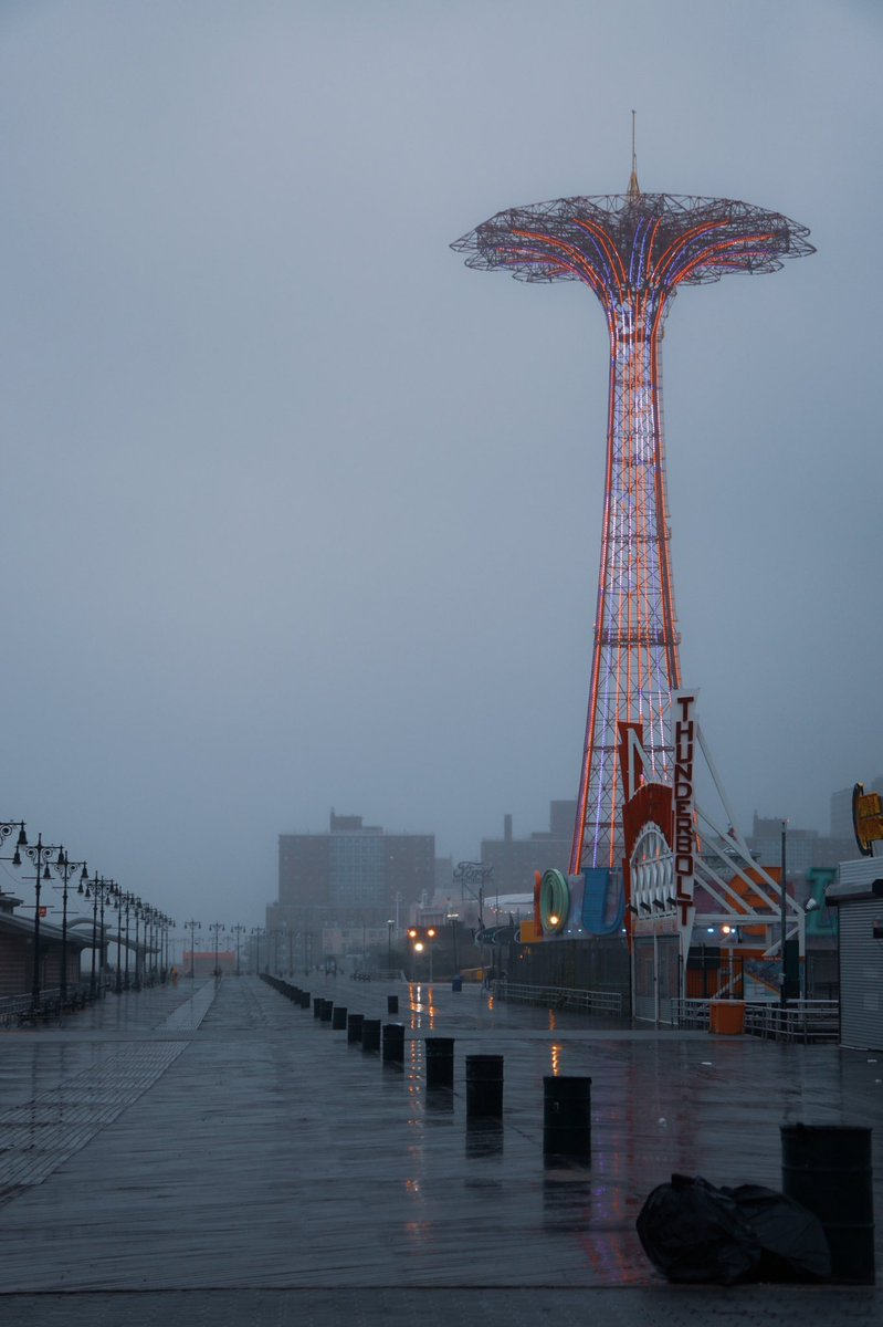 Desolation   . .  #NOIR  #Brooklyn #NYC #NY1Pic #SonyAlpha #streetphotographer #photography  #NewYorkCity #photooftheday #ConeyIsland