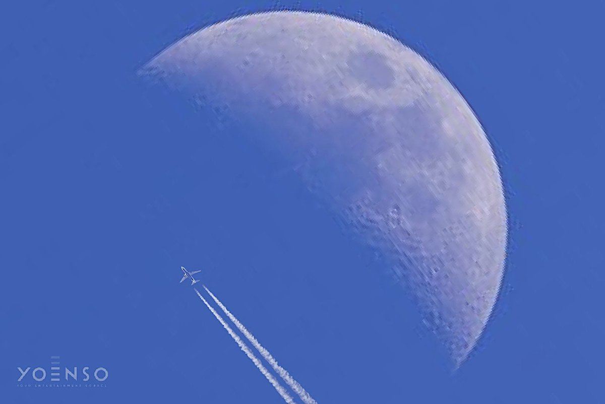 Taking YOENSO to the #moon!   #jet #airplane #astronomy #sky #luna #lua #yoenso #photooftheday #picoftheday #photography