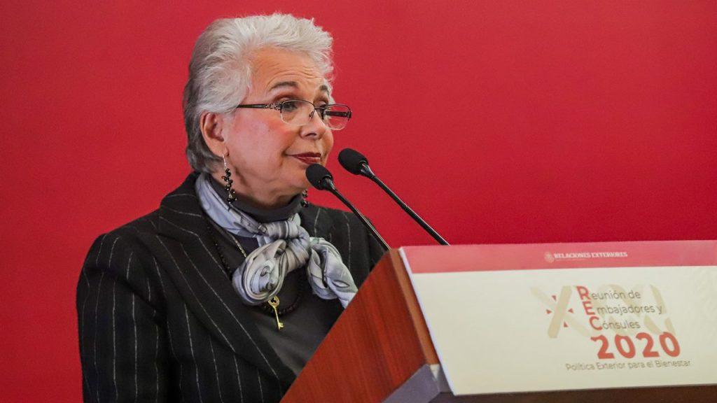 Contrario a lo que se creería, las 'mañaneras' no se detendrán: Olga Sánchez Cordero (@M_OlgaSCordero), titular de Segob, sustituirá al mandatario en las conferencias matutinas.