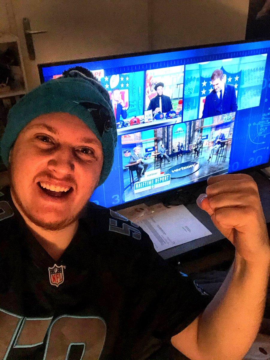 On donne tout pour le maillot ! (Et la victoire des Chiefs je l'espère, c'est foutu pour nous - les @Panthers - depuis longtemps 😂) #lequipeNFL @AM4_Life @GregoryAscher @pa_75 #NFL #NFLPlayoffs