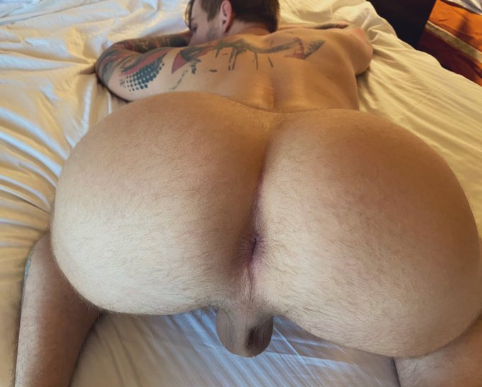1 pic. Join my onlyfans to see hundreds of vids of my big ass, cock and hardcore scenes! https://t.co/uJmErCjYFv