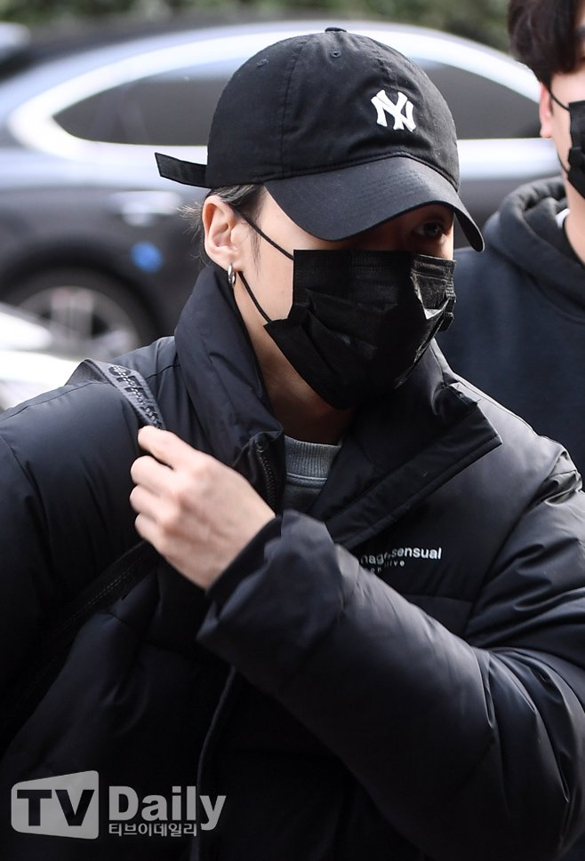 [📷] FOTO - 25.01.21  Wooyoung a caminho do programa 'Immortal Songs'.  © TV Daily  #ATEEZ #에이티즈 #WOOYOUNG #JUNGWOOYOUNG #우영 #정우영 @ATEEZofficial