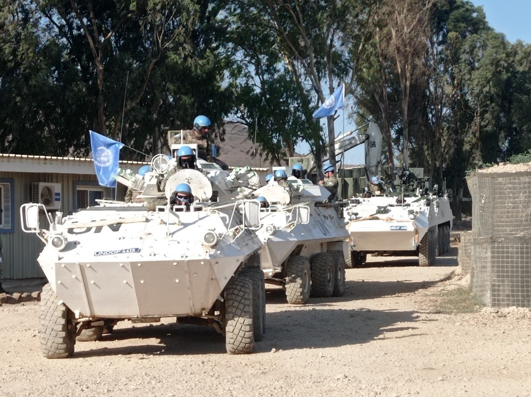 #UNDOF's Uruguayan @EjercitoUy and Irish @defenceforces troops recently conducted a joint patrol for area familiarization and to enhance operational resilience. Interoperability is crucial to #support UNDOF achieving its mandate in the #Golan.