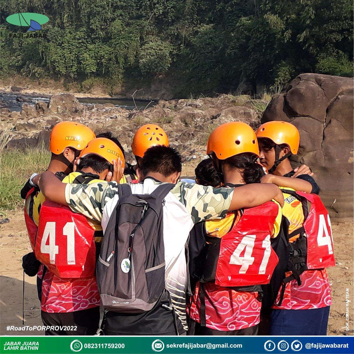 Awali dengan do'a bersama..  #TBT #RoadToPORPROV2022  Pekan Olahraga Daerah XIII Jawa Barat 2018, Sungai Cianten - Bogor - Jawa Barat.  📷 : @cimahi.rafteam  #CimahiRafteam #FAJIJABAR #ArungJeram #JawaBarat#Ngahiji #KuduMenang #JabarJuara#JuaraLahirBathin #Rafting