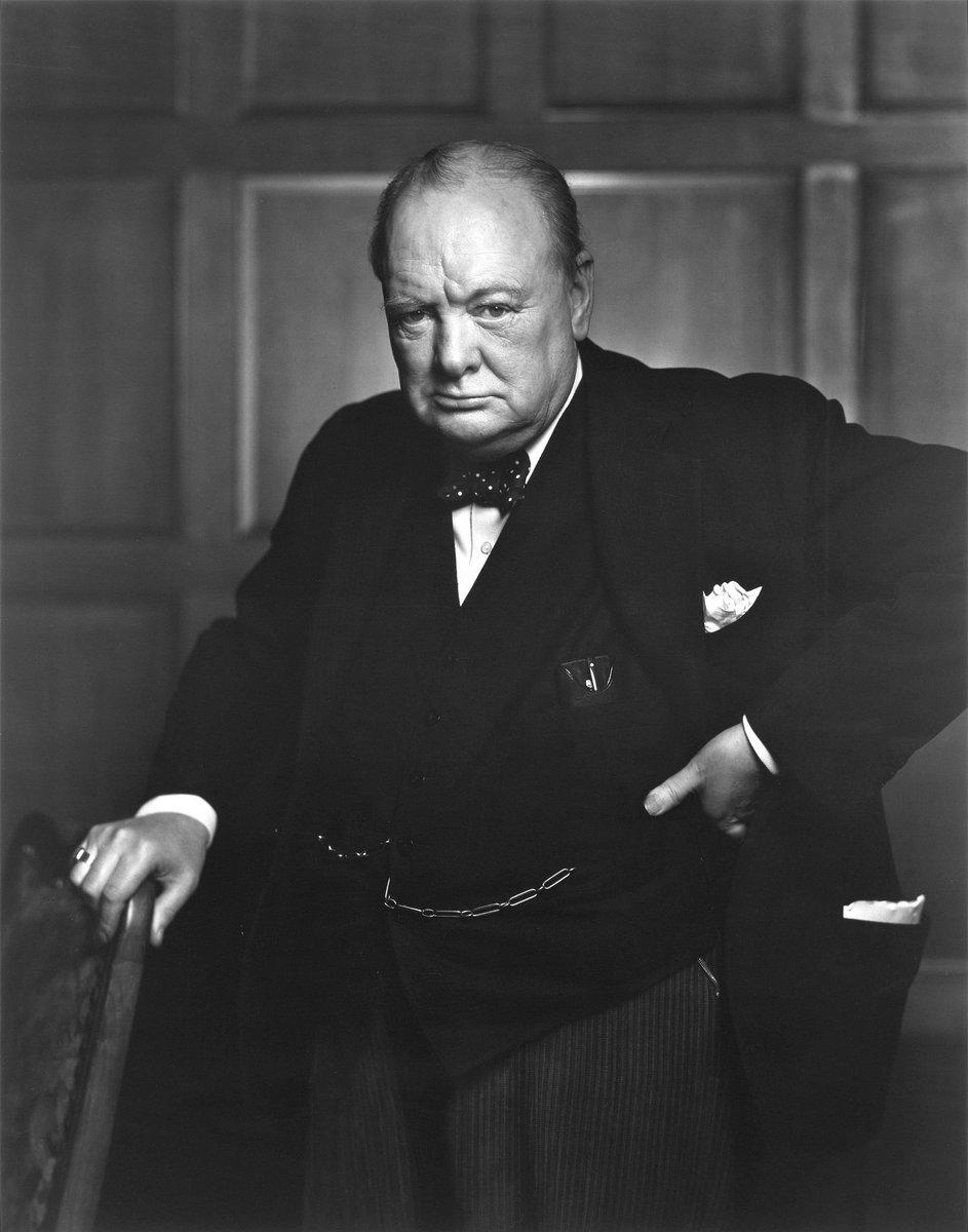 #SoyDeDerecha Un día como hoy en 1965 moría el más GIGANTE del siglo XX y a los gigantes nadie logra igualarlos #QEPD Winston Churchill