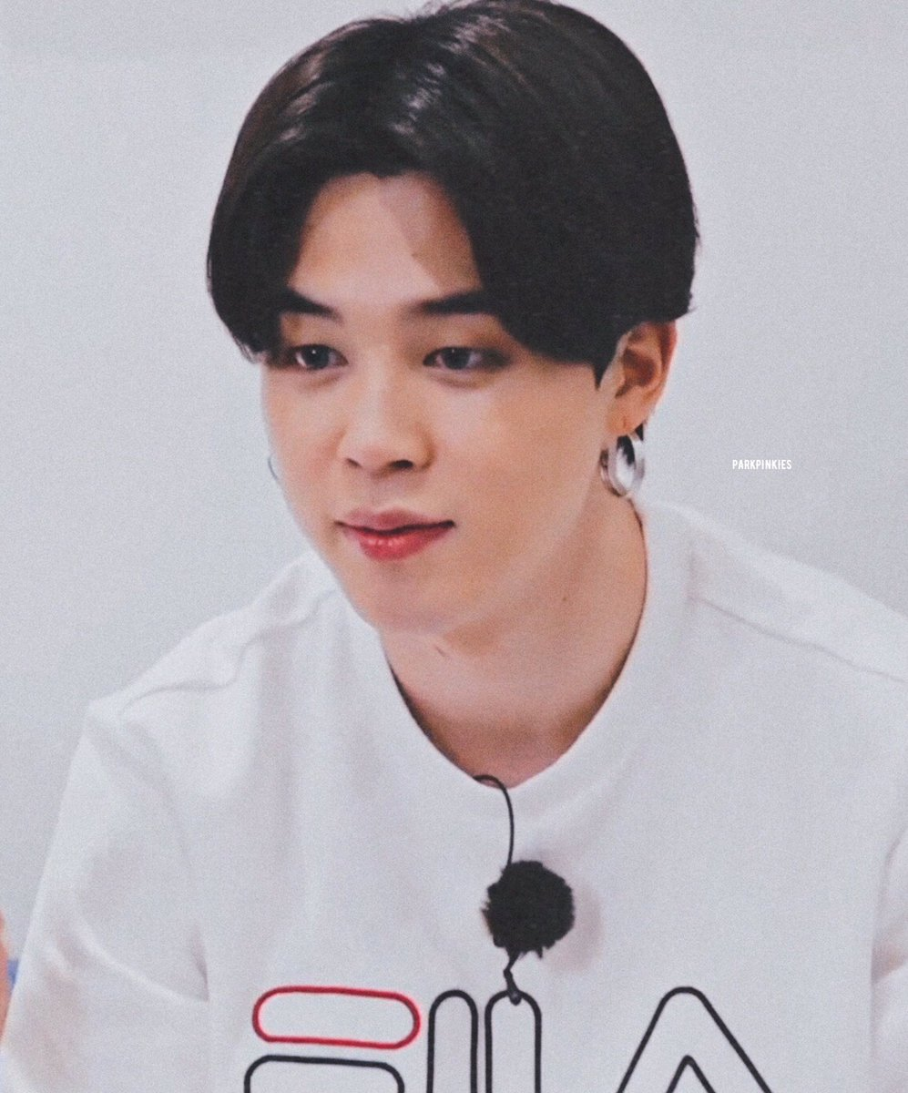Replying to @parkpinkies: black haired jimin tho 😍