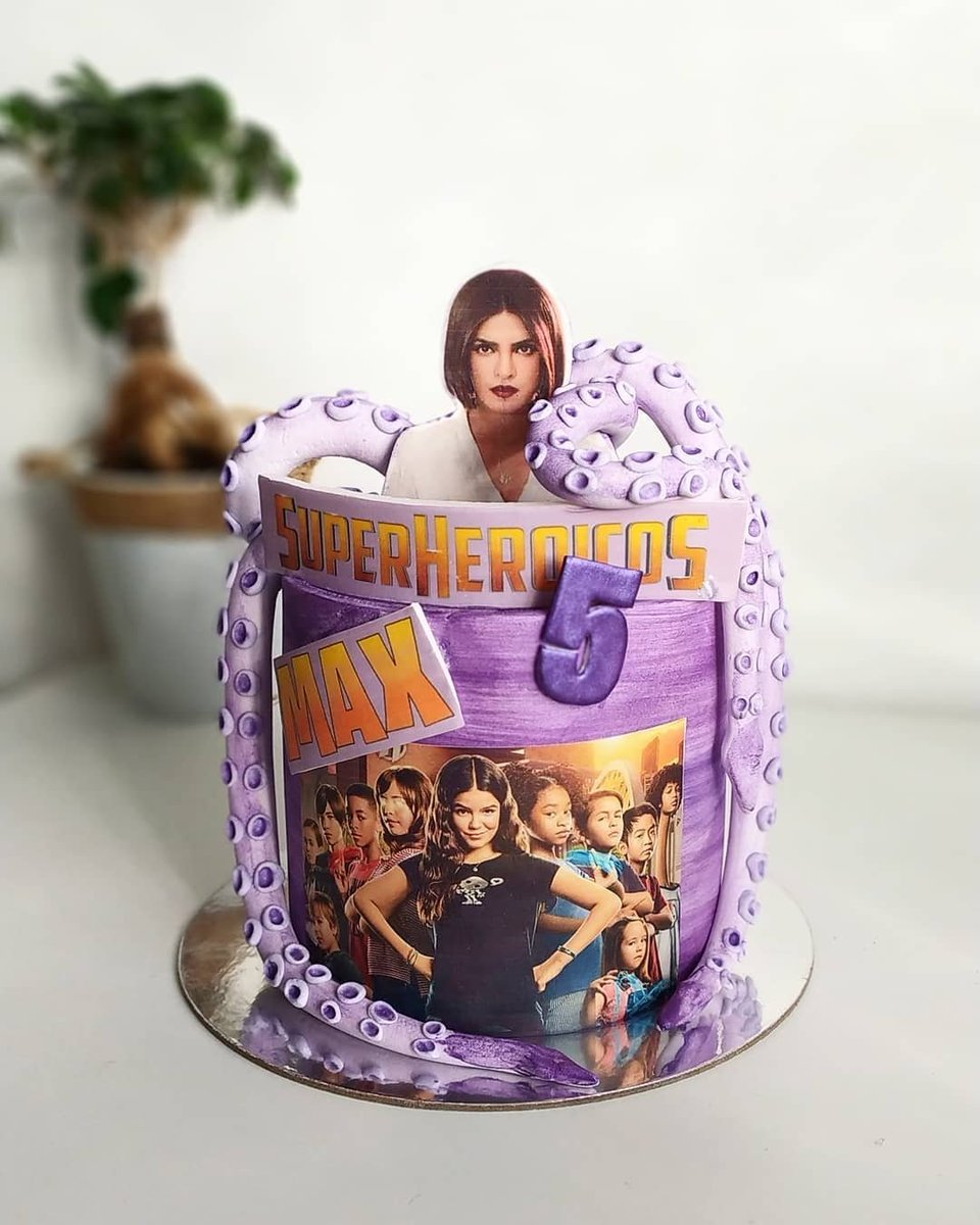 Awwww beautiful birthday cake 🥺♥️  #MsGranada #WeCanBeHeroes @priyankachopra  Via