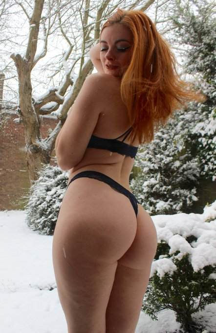 2 pic. playing in the snow!! ☺️❄️ https://t.co/9tNcDToZ4o