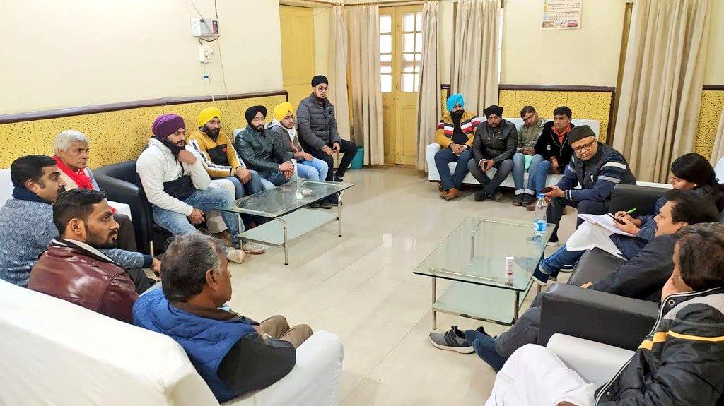कानपुर नगर पदाधिकारी मीटिंग मे उत्साह देखते ही बनता था,  #कानपुर की गली चौराहे पर चर्चा है की इतने कार्यकर्ता तो #बसपा #कांग्रेस को मिला कर भी नहीं होते..   जानता मान रही है , इन 32 जिला पंचायत सीटों पर @BJP4India का विकल्प @AamAadmiParty ही है @ArvindKejriwal @SanjayAzadSln