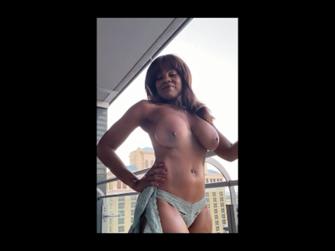 Its my last day in Vegas so what do I do 2 have fun? I head out onto my balcony at the Cosmo in the daylight
