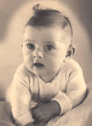 26 January 1942 | A Dutch Jewish girl, Alida Baruch, was born in Amsterdam.  In July 1942 she was deported to #Auschwitz and murdered in a gas chamber after selection.
