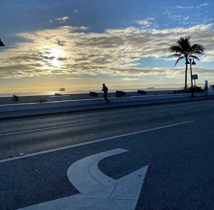 Rise & shine, it's a new week! 🏃‍♀️🏃‍♂️  #goodmorning #fortlauderdale #morning #holidays #southflorida #florida #january #winter #beach #sun #laudy #wakeup #love #amazing #beautiful #happynewyear #lauderdale #newyear #photooftheday #broward #monday #mcm #laudy #visitflorida