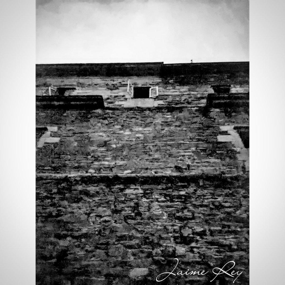 Serie Urbex #urbexspain #urbexworld #urbexphotography #urbexpeople #photooftheday #fotocatchers #fotografia #foto #galiza #galizaenfotos #GalizaMáxica #urbexgalicia #blackandwhite #blackandwhitephotography #blancoynegro @galiciamaxica @turismodegalicia #shotonoppo @oppomobilees
