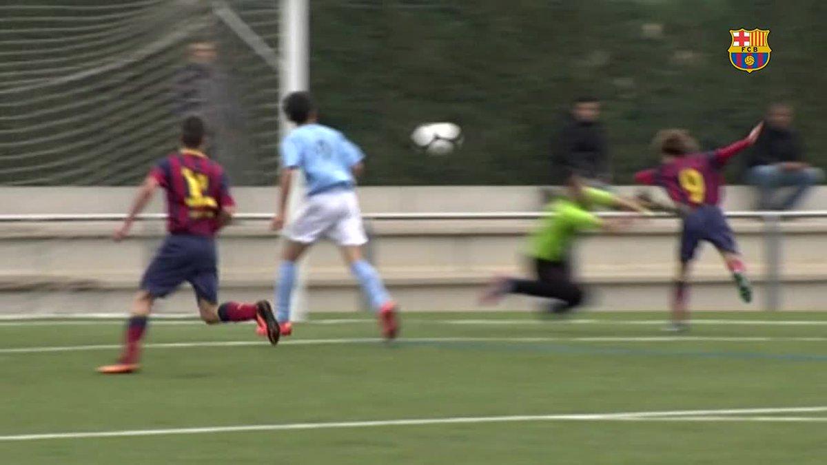 El primer gol oficial de @RiquiPuig amb el primer equip va ser amb el cap.   Fa 7 anys, va fer un gol molt semblant quan jugava amb el Cadet B de la @FCBmasia 😜