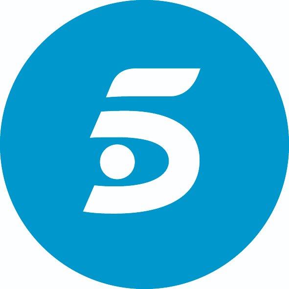 #Audiencias #FelizDomingo #24Enero 📺 @telecincoes con #Socialité421, #VivaLaVida371 y #kikovuelve recorta a 2 décimas la diferencia con Antena 3, QUEDAN 7 DÍAS DE ENERO Antena 3 (13.5%), Telecinco (13.3%) #FelizLunes https://t.co/1lbsexrXbP