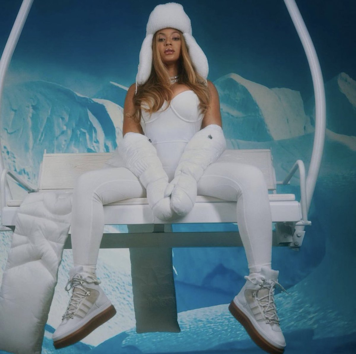 all hail the Ice Queen 😭❄️👑🤍 #ICYPARK