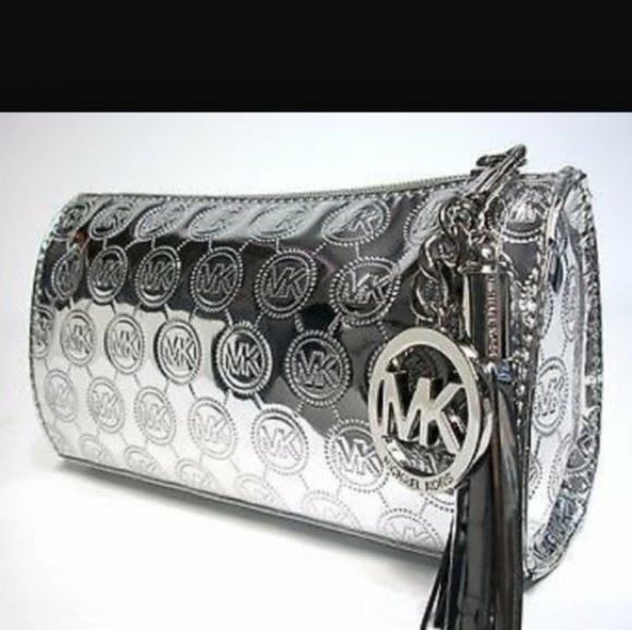 So good I had to share! Check out all the items I'm loving on @Poshmarkapp #poshmark #fashion #style #shopmycloset #michaelkors #thenorthface: