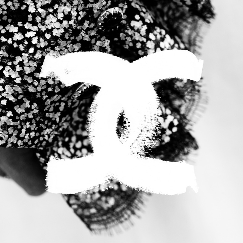The rhythm of the CHANEL Spring-Summer 2021 Haute Couture collection, captured in a series of teasers by photographer, filmmaker and graphic designer Anton Corbijn. The film of the show will be revealed on Tuesday, January 26th at 2pm Paris time. #CHANELHauteCouture #CHANEL