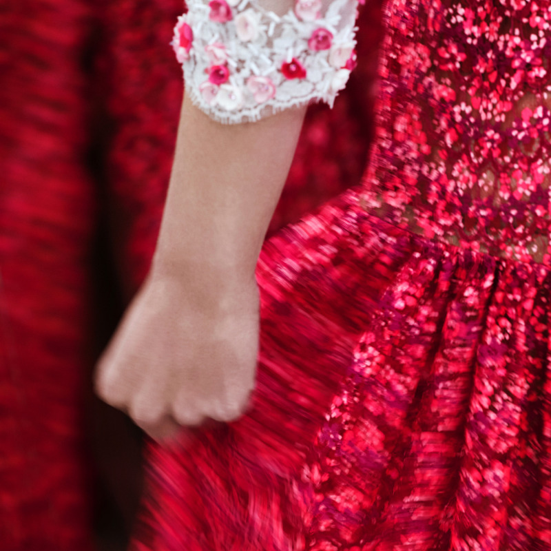 The rhythm of the CHANEL Spring-Summer 2021 Haute Couture collection, captured in a series of teasers by photographer, filmmaker and graphic designer Anton Corbijn. The film of the show will be revealed on Tuesday, January 26th at 2pm Paris time. #CHANELHauteCouture #CHANEL https://t.co/7L8BMwXMKW