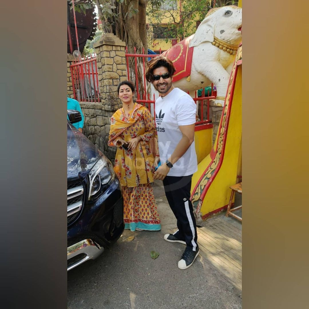 My Cutipies spotted together at #shanitemple today ❤️😍 may lord bless with all you wished for 🙏 @gurruchoudhary @imdebina #GurBina #GurmeetChoudhary #Debinabonnerjee https://t.co/vZSpwon5iH
