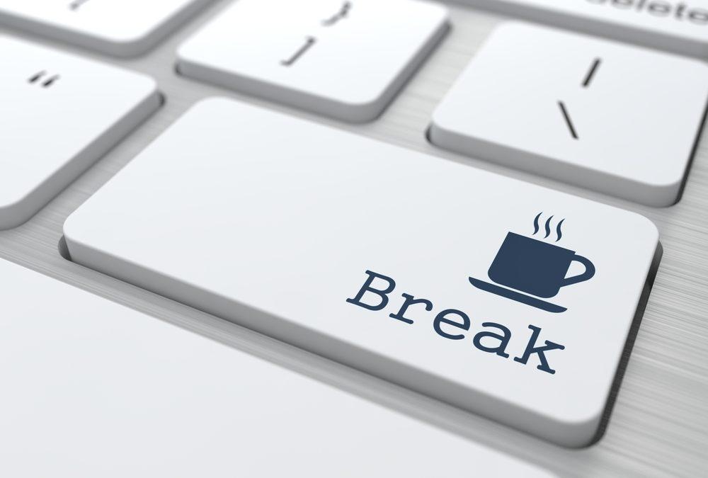 ♥️ Jetzt eine kleine Pause mit einer großen Tasse Kaffee mit viel Milch und einem Stück Mohnkuchen.  #womenatwork #break #coffeetime🍀