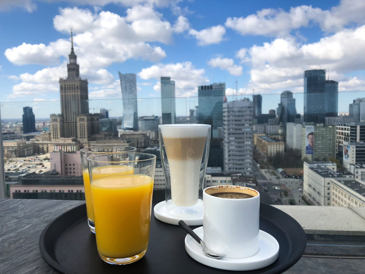 Coffee or juice? 😁☕️🍹 Happy Monday everyone and enjoy this beautiful view of #Warsaw #Poland #mondaythoughts #MondayMotivation #MondayMood #photographylovers #cityvibes #Views #travelphotography #CoffeeLover #coffeetime #GoodMorningTwitterWorld