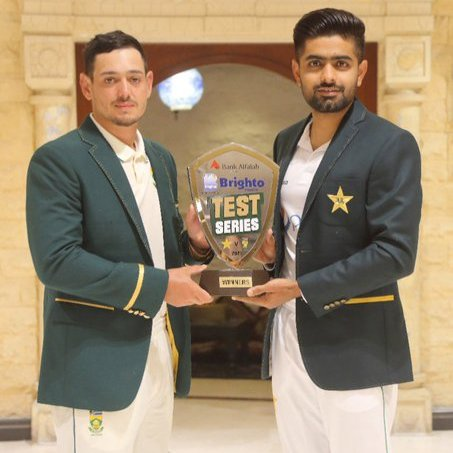 Alhamdullillah❤ this is happening #PAKvSA. International cricket finally returns in #Pakistan. Thank you #SouthAfrica to come here and give us that opportunity to host you in our homeland. #Proud #moment 😍