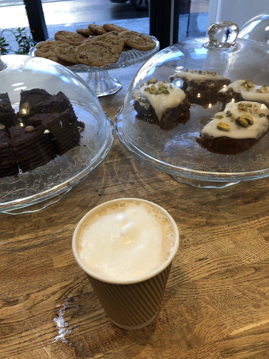 #coffeetime #HappyMonday #gratful  #Vegan #homebaked  ❤️🙏 #westhampstead #carrotcake  ❤️🙏