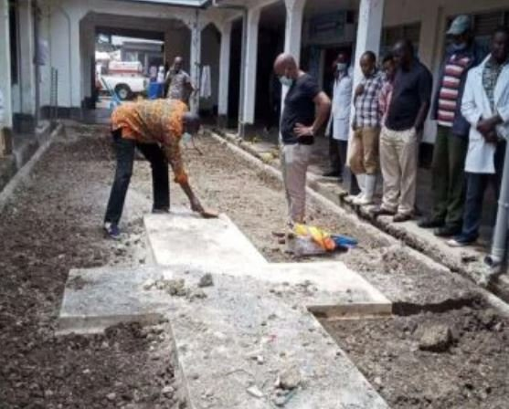 A mysterious cross has been discovered underneath the City Market in Nairobi, triggering interest by archaeologists and architectural historians on what could be beneath the crucifix-like concrete. @NMS_Kenya  sonko #twendetukiuke  #mondaythoughts