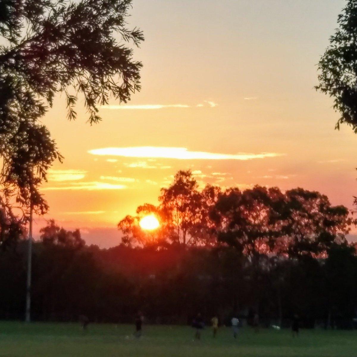 @7NewsSydney @MarkFerguson_7 @Channel7 @7plus #sunset #sunsetphotography #weather #sunsets #weatherphotos #skyphotos #skyphotography #NaturePhotography #naturelovers #earthescope #snapsydney #stclair #sydney #Photos #photographer #PhotoOfTheDay #photograghy #photographylovers #photojournalism #photo @NatGeoMag @sunriseon7