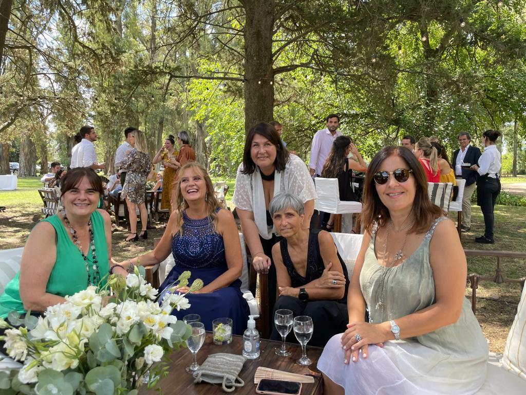 #Wedding #Friends @fannyoli2009 @Descalza63 @sammrtnz #Lucas+Belu 🥂😍